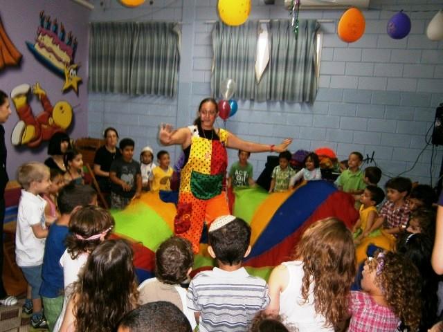 אירועים לילדים בחדר אירועים בליווי ליצנית של הבית