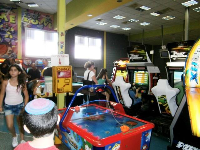 אירועים לילדים משולב עם משחקי מחשב ומכונות