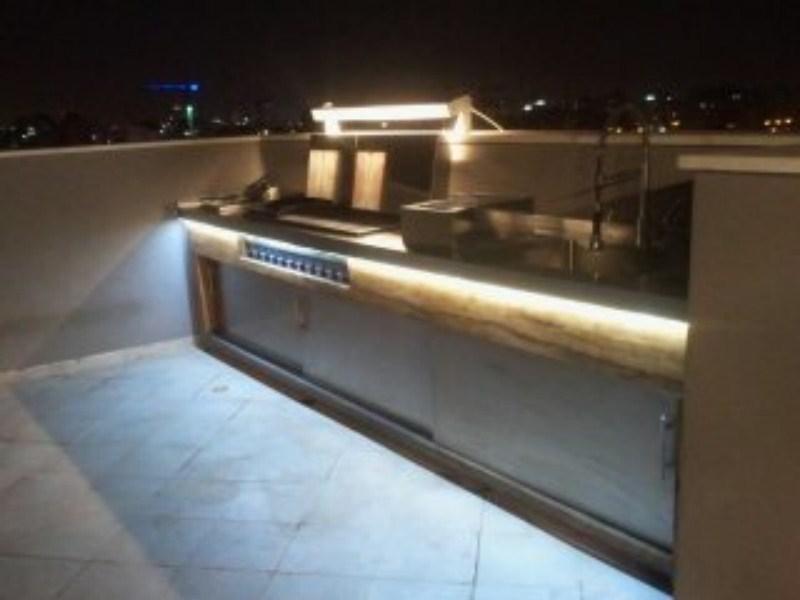 תאורת לדים בתחתית המטבח