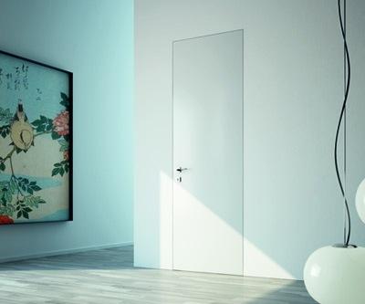 דלת במישור הקיר