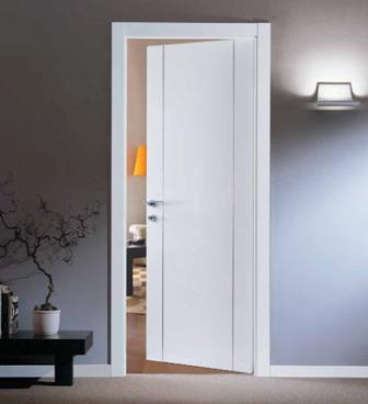 דלת ״איזי״ צבע לבן 2 פסי ניקל