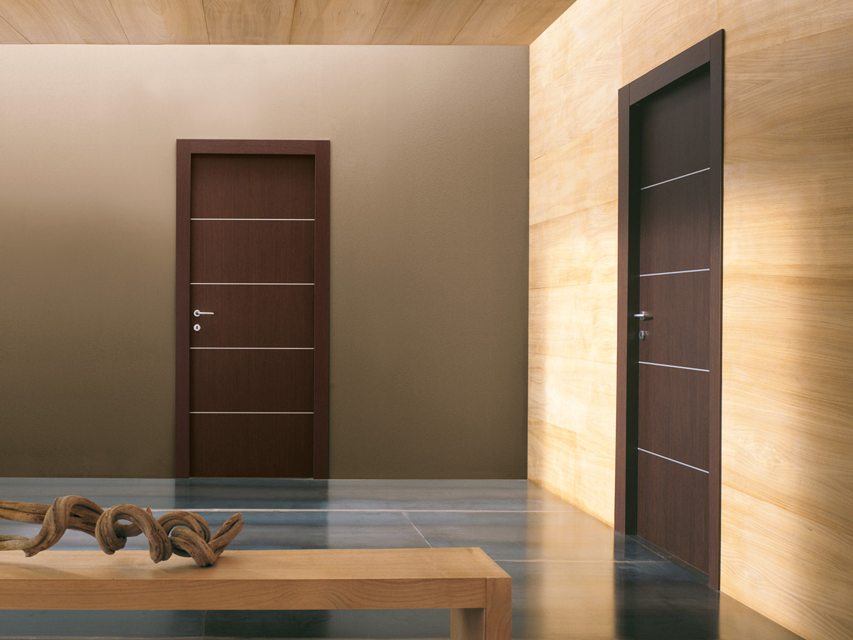 דלת  ״איזי״ בצבע טבאקו 4 פסי ניקל